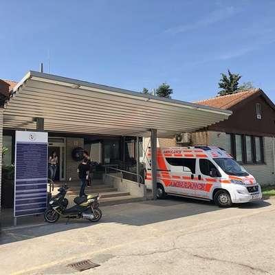 Turisti oblegajo turistično ambulanto v Luciji