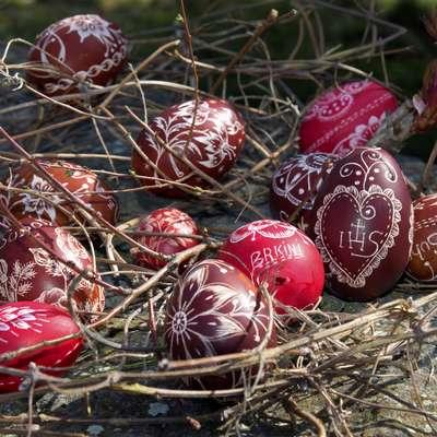 Velikonočne praznike spremljajo najrazličnejši pirhi in tudi uživanje jajc je pri večini takrat pogostejše.    Foto: Ivan Merljak