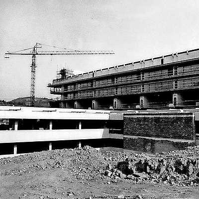 Toliko od načrtovane izolske bolnišnice je zraslo do leta  1976. Foto: arhiv pn